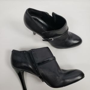 Nine West Womans 8.5 Black Leather Booties